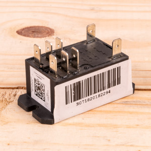 Image 1 of New Amana Relay for Control Board For PTAC Units (0130M00096)