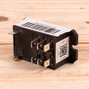 Image 3 of New Amana Relay for Control Board For PTAC Units (0130M00096)